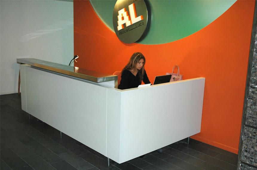 Muebles para recepcion oficinas 1 baus asociados for Muebles de recepcion de oficina